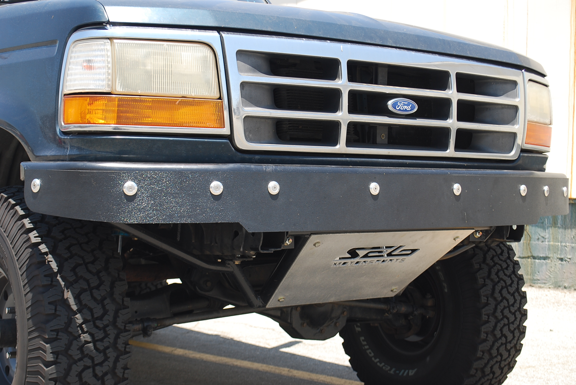 Ford bronco f 150 prerunner front bumper with abs for Garage ford saval valence